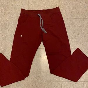 Burgundy red figs cargo scrub pants